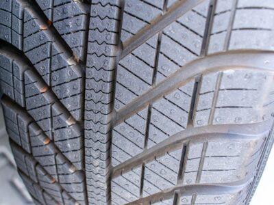 Crevaison lente même après l'utilisation d'un produit de scellement pour la réparation des pneus ? Essayez ceci !