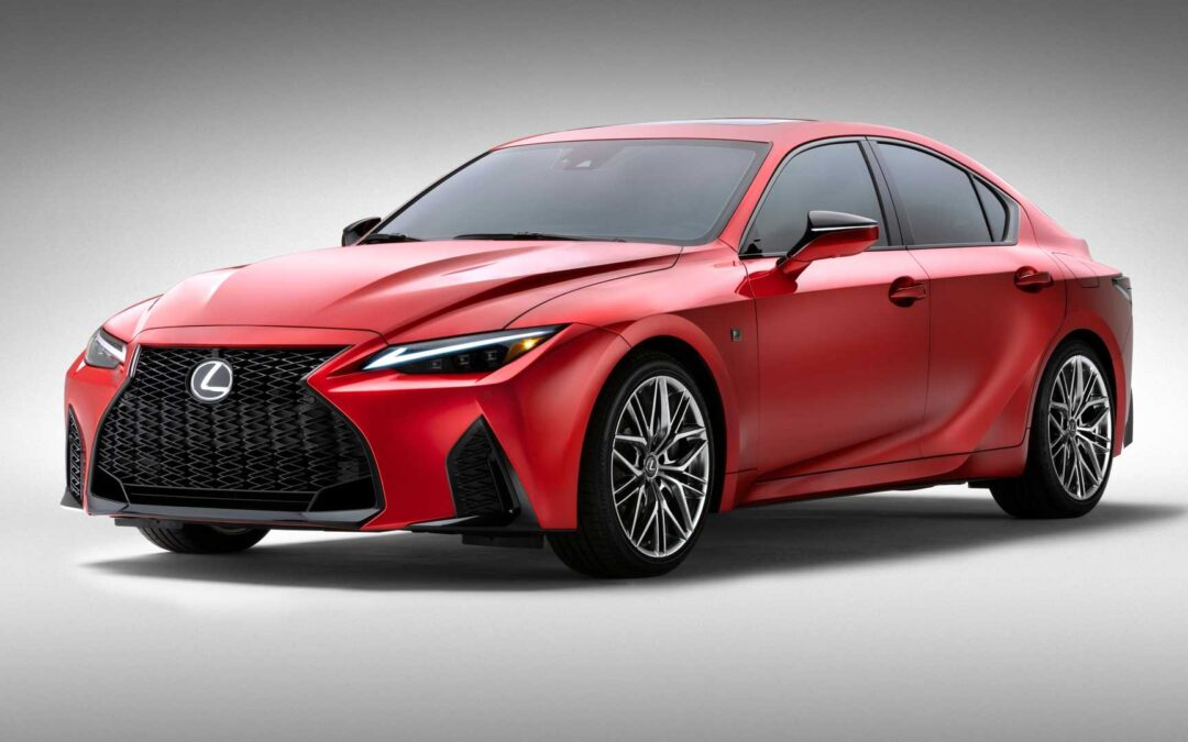 2022 Lexus IS 500, 2021 Lexus IS 300 : 2 voitures, 2 avis